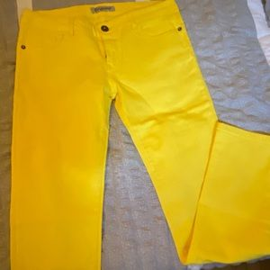 NWOT bright yellow skinny jeans